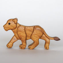 Load image into Gallery viewer, Lion & Lioness Magnet / Ornament