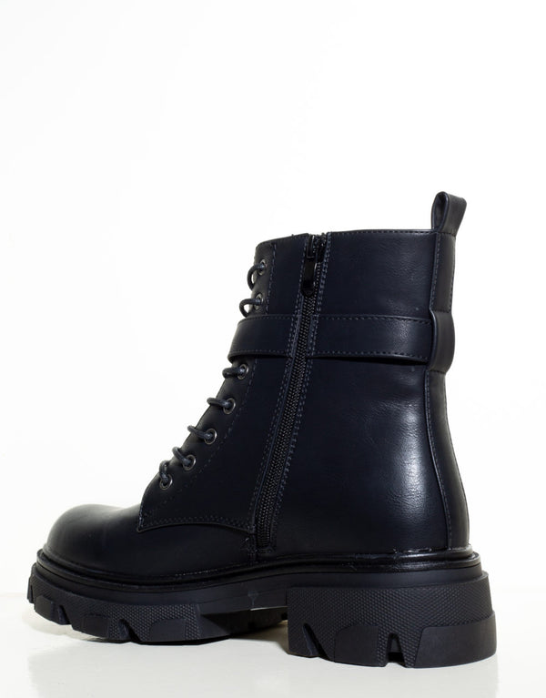 Vegan leather boots with pocket