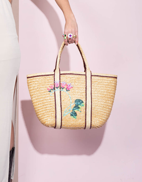 Vintage beach bag with flower embroidery