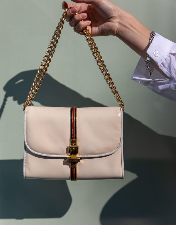 Vintage bag with golden details and chain