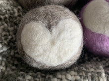 将图片加载到图库查看器,2 Pack Wool Dryer Balls | 100% Hand Felted Wool