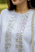 Load image into Gallery viewer, White Panni Work Kurta