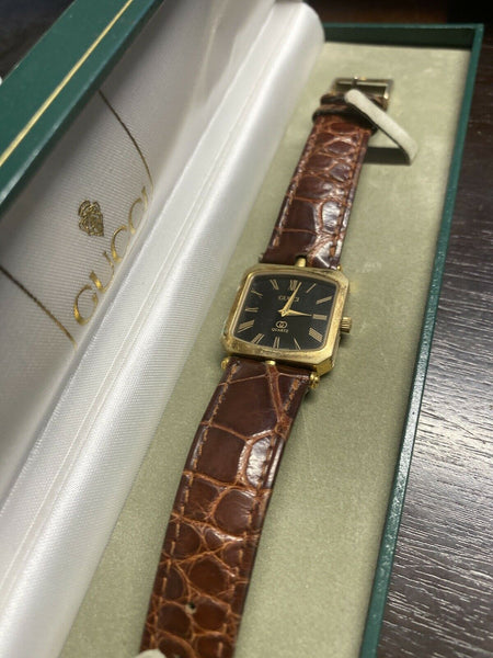 Gucci 1.85 swiss made vtg 578 002 6 jewels swiss V8 watch w Box
