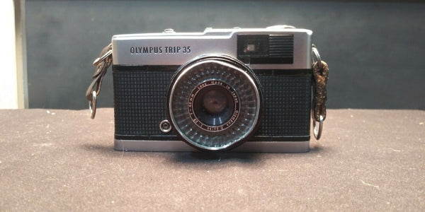 Sold As Is -Olympus Trip 35 Black Point & Shoot 35mm Film Camera F = 40mm 1:2.8