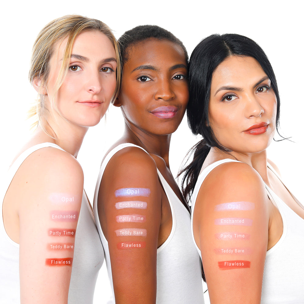 Load image into Gallery viewer, lique cream lipstick swatches on three women