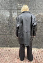 Afbeelding in Gallery-weergave laden, VINTAGE LEATHER JACKET WITH CORD
