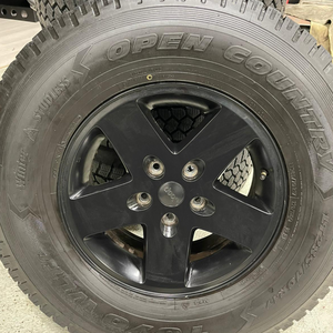 TOYO OPEN COUNTRY WLT1 STUDLESS WINTER TIRES 285/70/17 ON 2012 JEEP RIMS