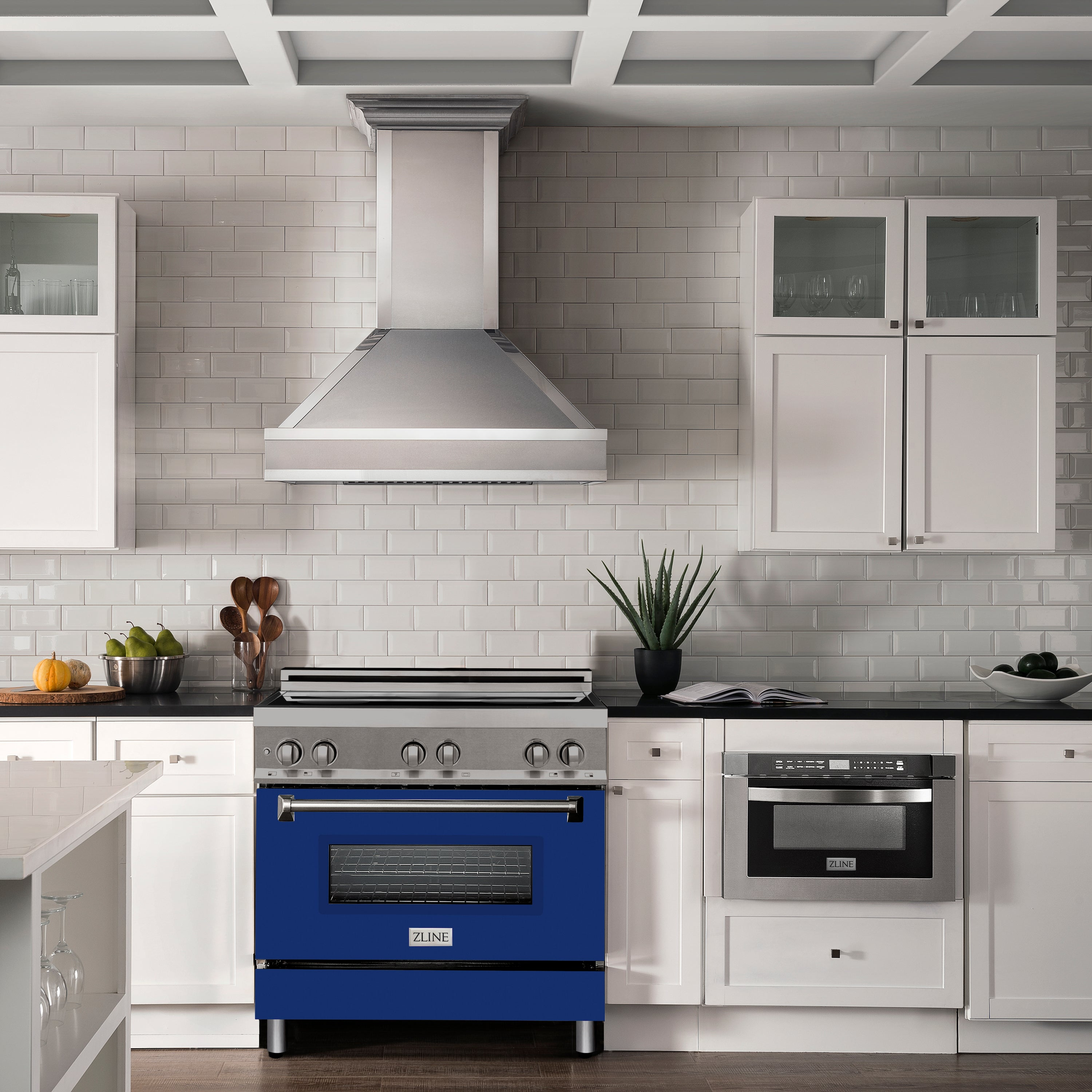 ZLINE Designer Series Convertible Vent Wall Mount Range Hood in DuraSnow® Stainless Steel with Mirror Accents (655MR)