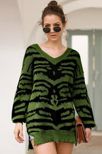 Load image into Gallery viewer, Printed Slit Loose Long-Sleeved Sweater