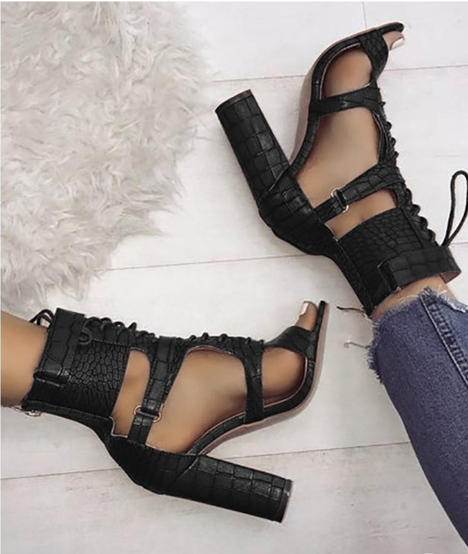 LACE-UP CUTOUT CHUNKY HEELS