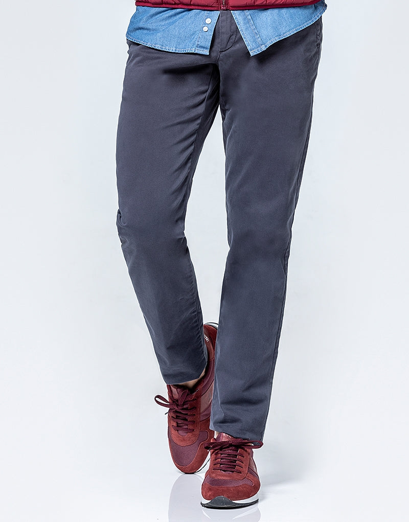 Pantalón chino slim fit gris