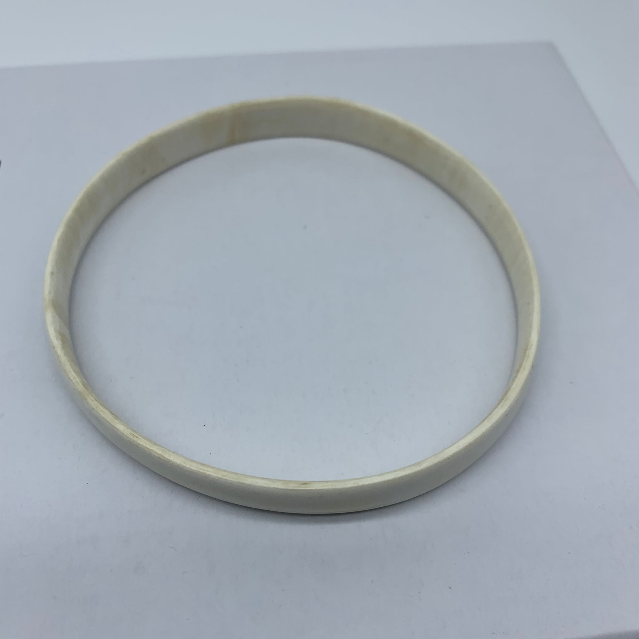 Cow Horn Bangle-S White Variation 3
