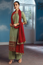 Load image into Gallery viewer, Green Bemberg Silk Kurta with Chiffon Dupatta