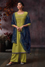 Load image into Gallery viewer, Green Bemberg Silk Kurta With Bemberg Lawn Dupatta