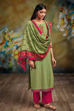 Load image into Gallery viewer, Green Bemberg Silk Kurta with Lawn Printed Dupatta