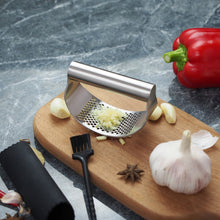 Load image into Gallery viewer, Durable Stainless Steel Garlic And Vegetable Press Masher