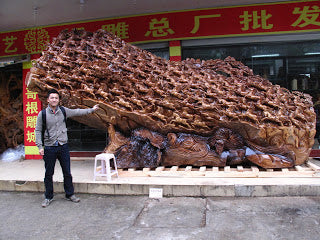 Amazing wood sculptures are to be found everywhere in Wuyishan