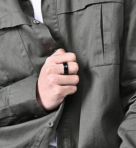 Zuringa men's stainless steel concave ring.