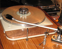 Isolating the deck of a turntable from the plinth