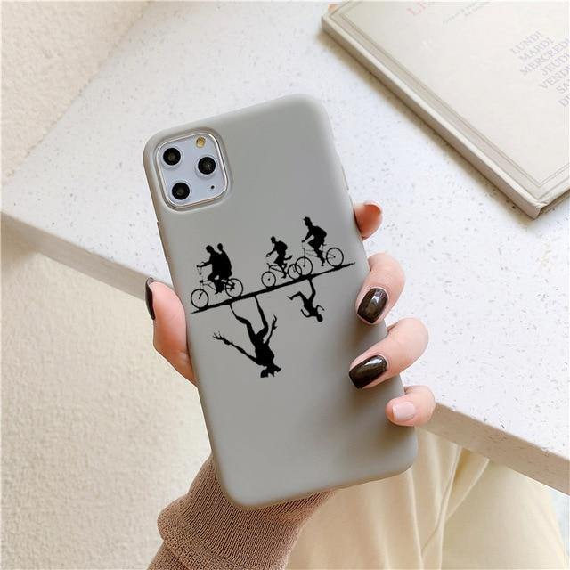 Coque iPhone Stranger Things ombre vélo grise | La Boutique Stranger Things