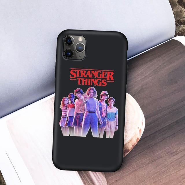 Coque iPhone  Stranger Things groupe | La Boutique Stranger Things