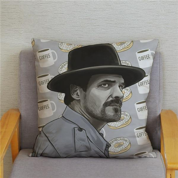 Coussin Stranger Things Hopper