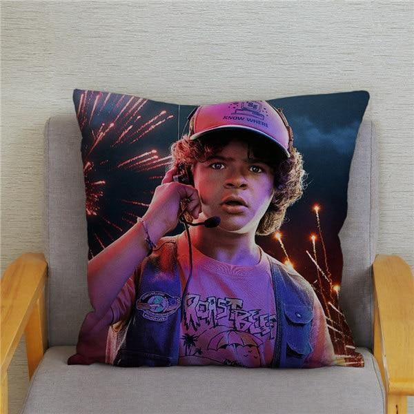 Coussin Stranger Things Dustin feu d'artifice