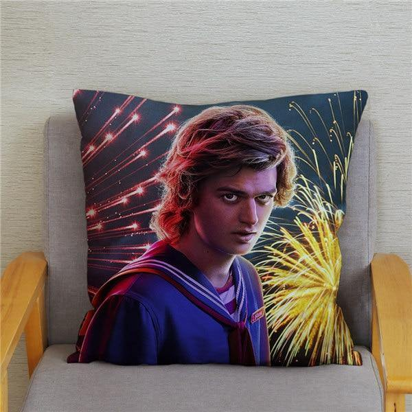 Coussin Stranger Things Steve feu d'artifice