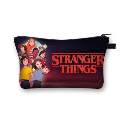 Trousse légère Stranger Things nom dessin | La Boutique Stranger Things