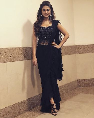 3190 Jennifer Winget's Black Fur and Ruffle Saree Gown