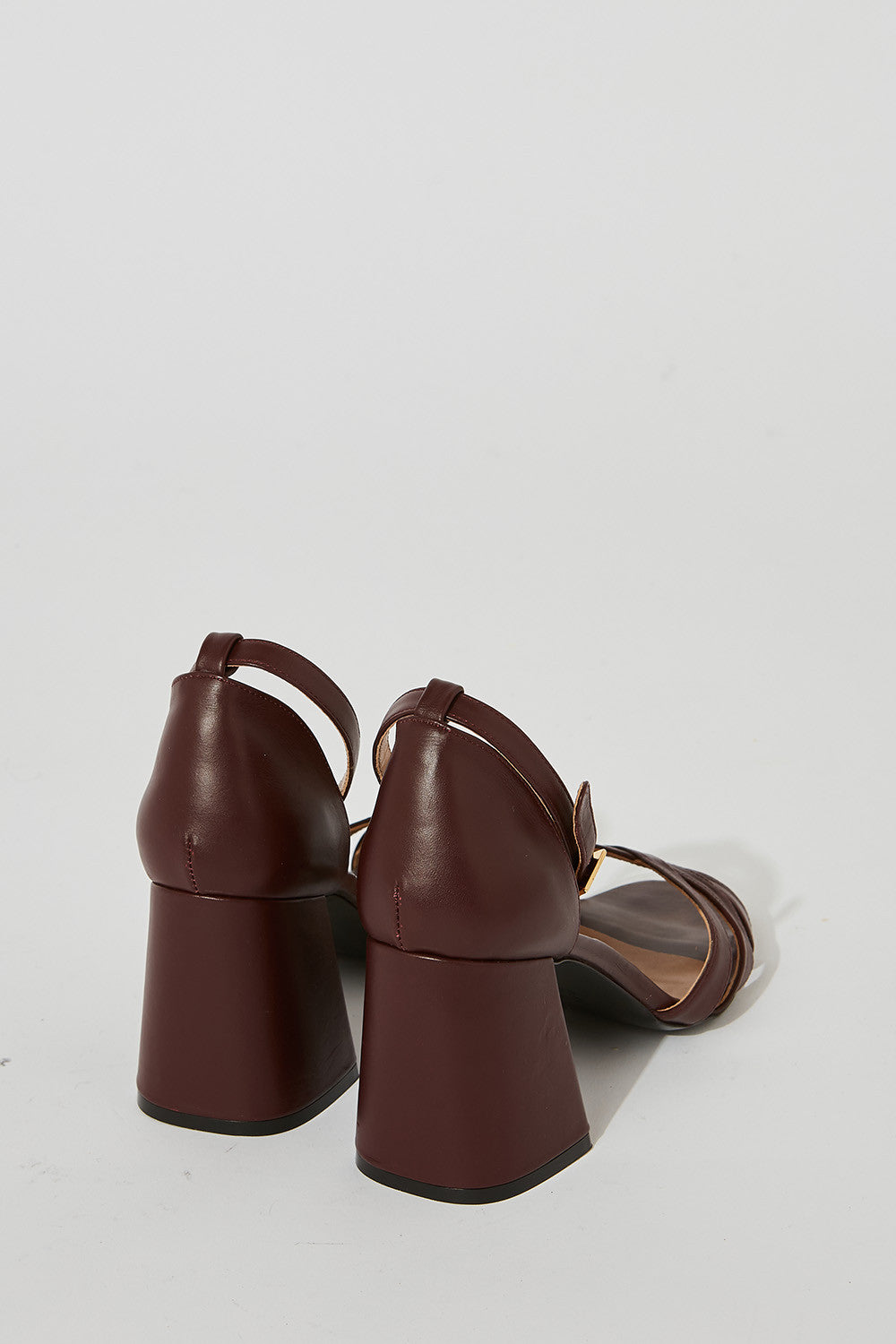Leather sandals with ankle strap