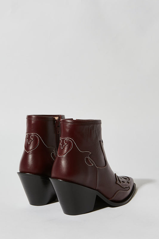 Plain leather boots with wooden heel