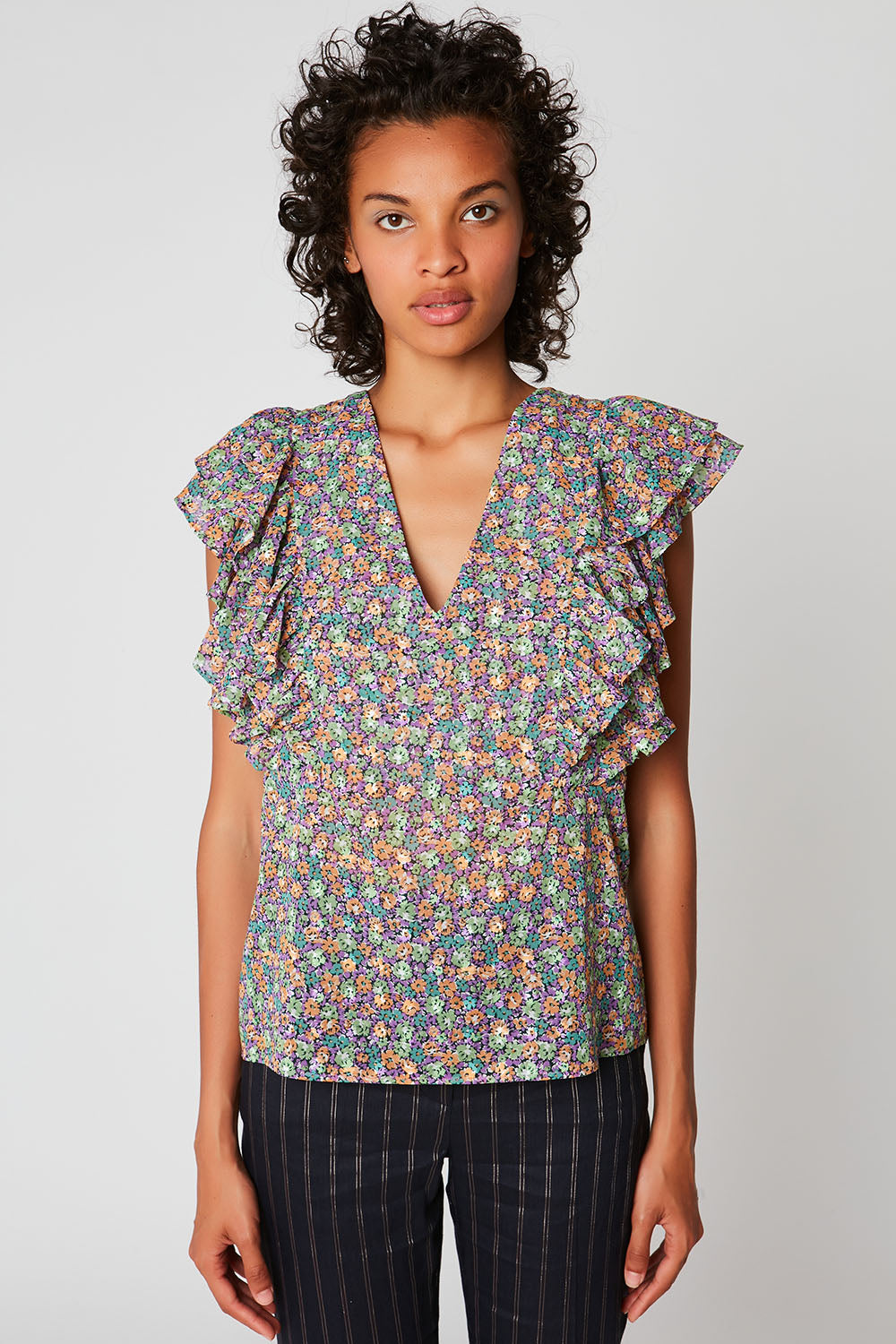 Sleeveless printed top with fitted bust