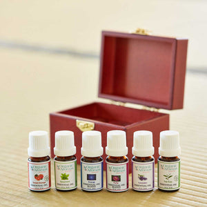 wooden box of 6 essential oils organic aromas