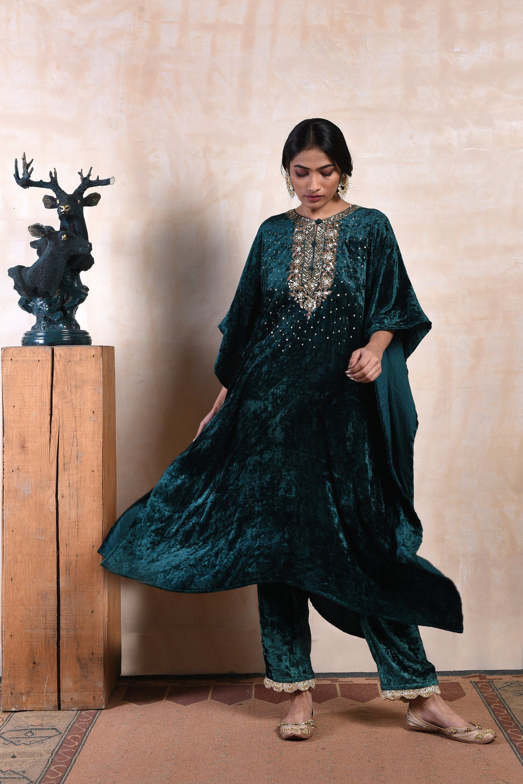 long-cape-style-sequinned-kurta-in-emerald-velvet-with-matching-drawstring-pants