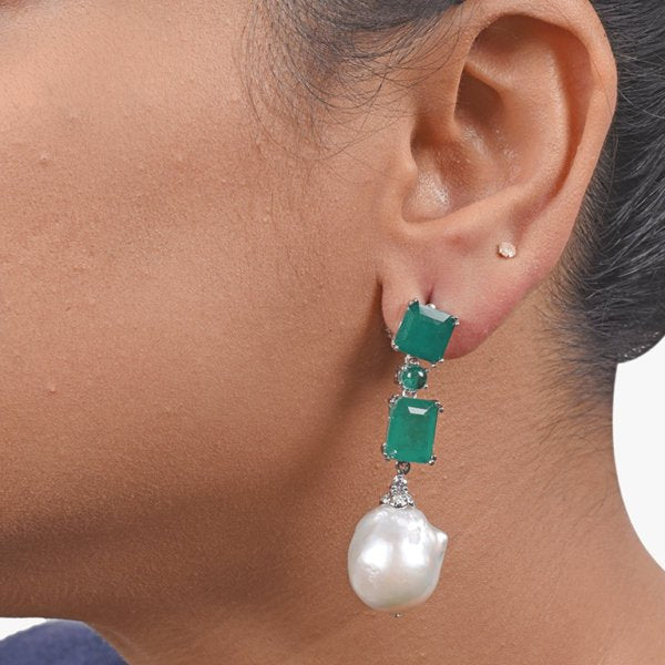 2 EMERALDS WITH BAROQUE PEARL DROP