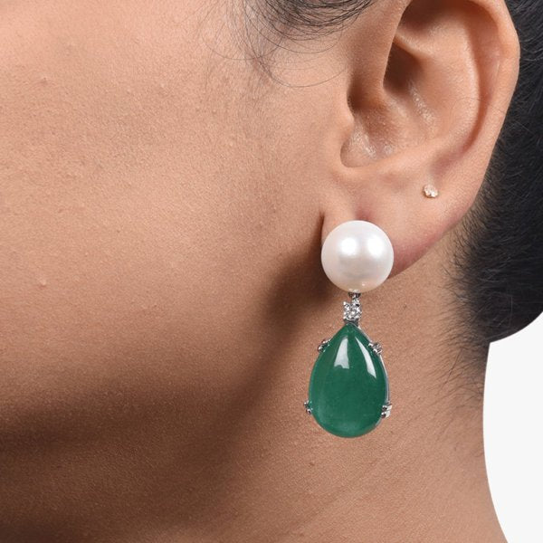 PEAR SHAPED DIAMOND CLUSTER TOP WITH EMERALD DROP
