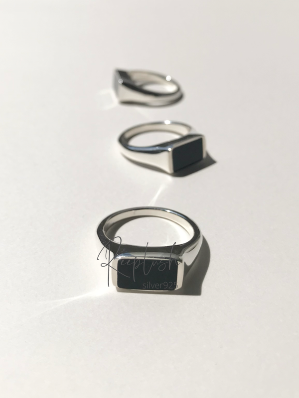 Rectangle onyx Signet Ring
