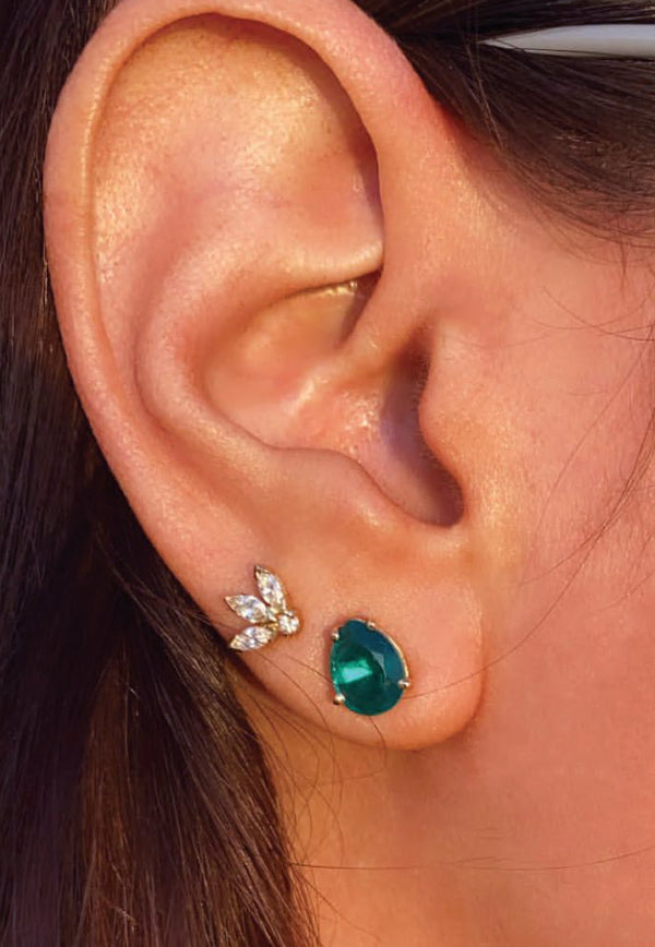 Pear Stud Earrings in 18-karat Yellow Gold and Green Emerald