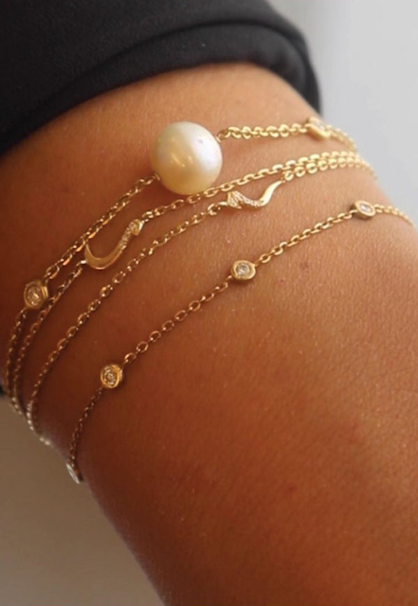 Pearl Bracelet in 18-karat Yellow Gold and White Diamond