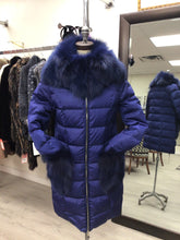 Load image into Gallery viewer, down filled puffer jacket/fox trim