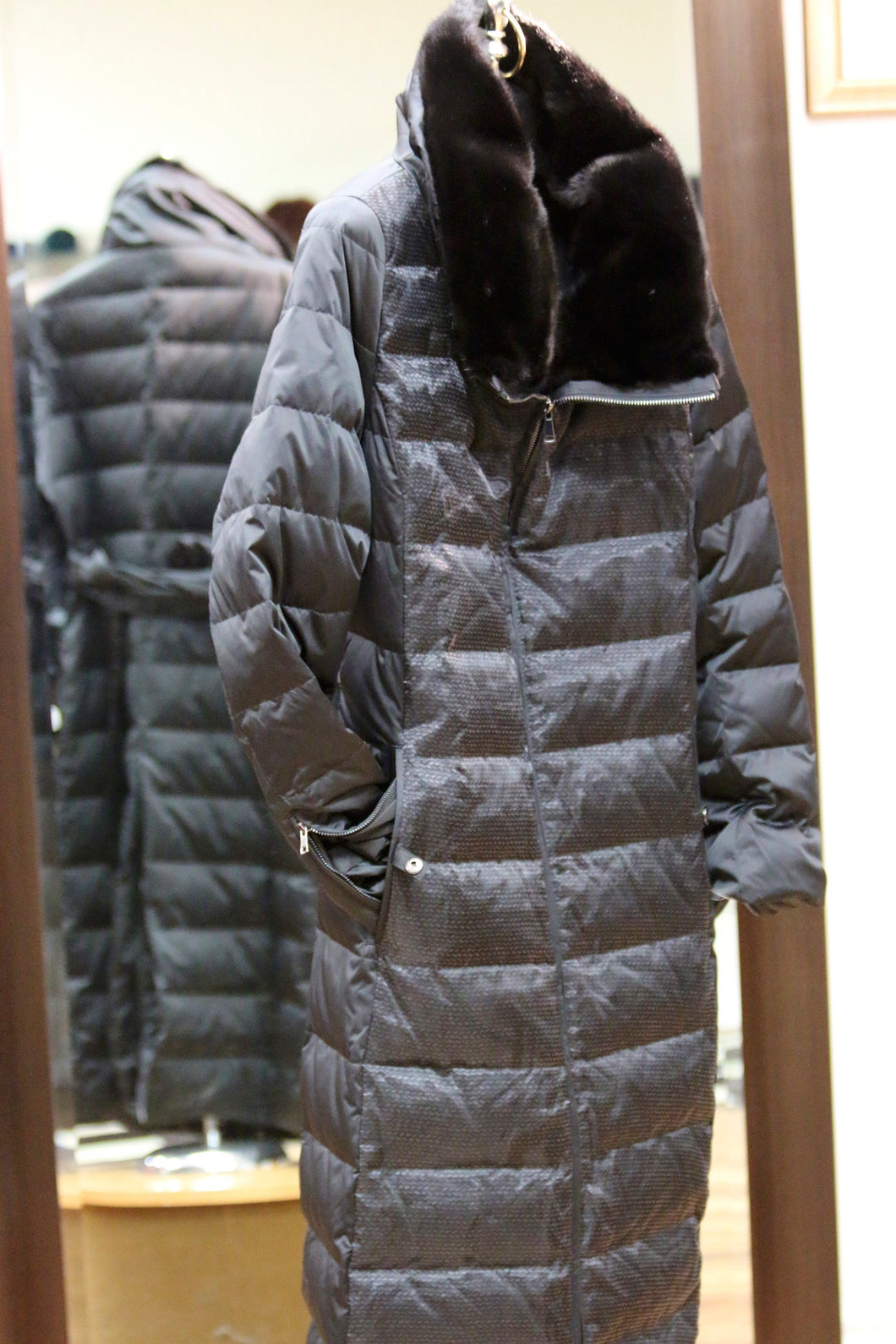 down filled puffer coat/fox trim