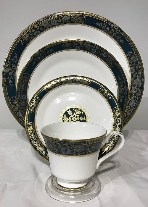 Royal Doulton Carlyle 4 Place Settings