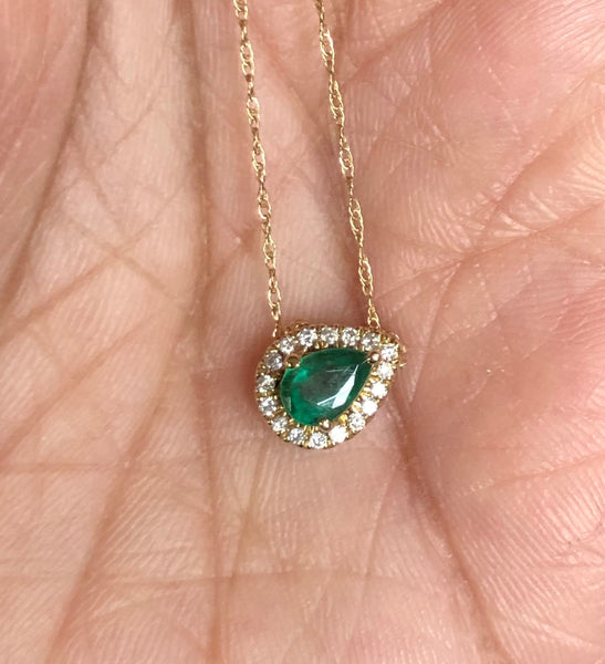 Gorgeous Emerald and diamond halo necklace .25 carat pear-shaped emerald .10 carat diamond halo yellow gold necklace
