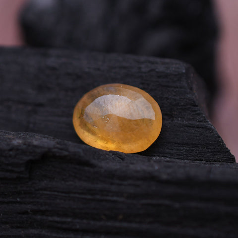 Image of 8.50 Ct Natural Yellow Sapphire Gemstone