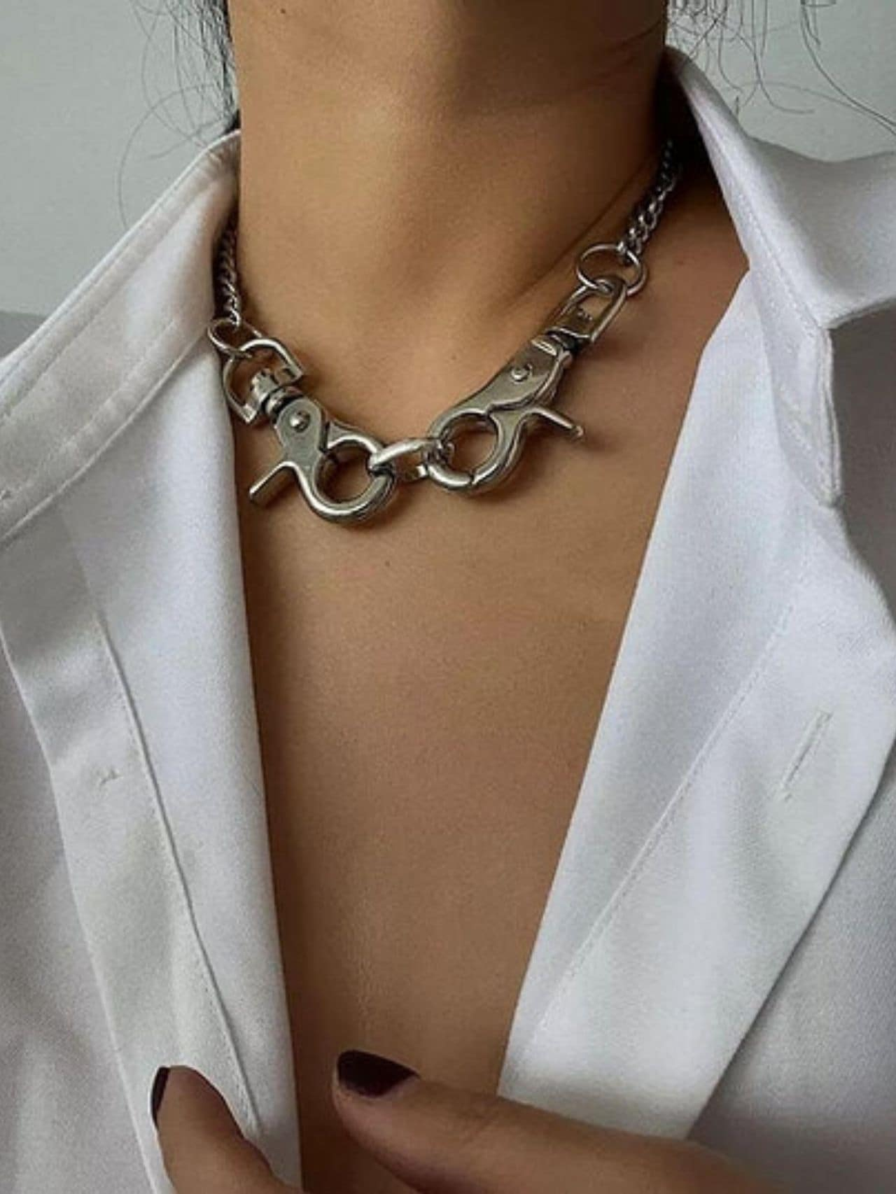 Exaggerated Big Clasp Pendant Choker