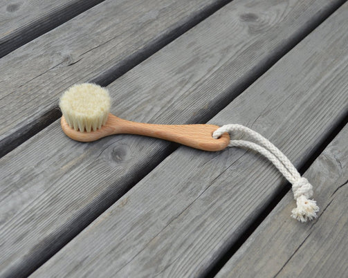 Round Face Brush with Handle