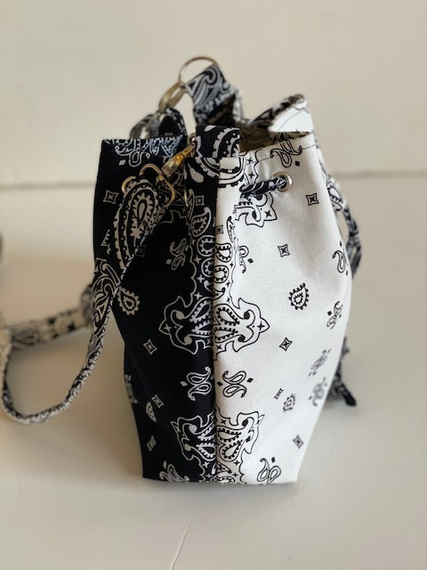 Bandana cross bag - black/white