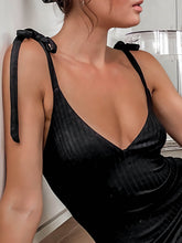 Load image into Gallery viewer, Tight Mid Dress model top look