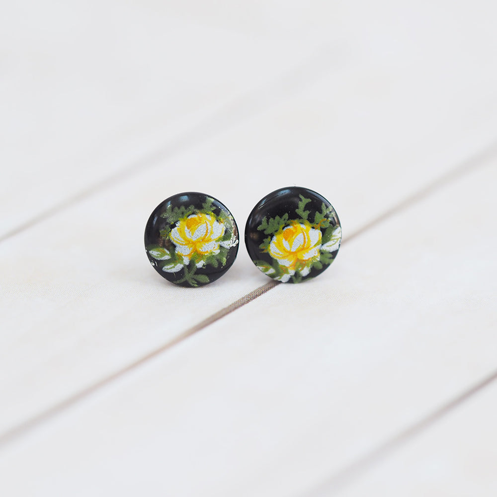Tiny Vintage Flower Stud Earrings - Black